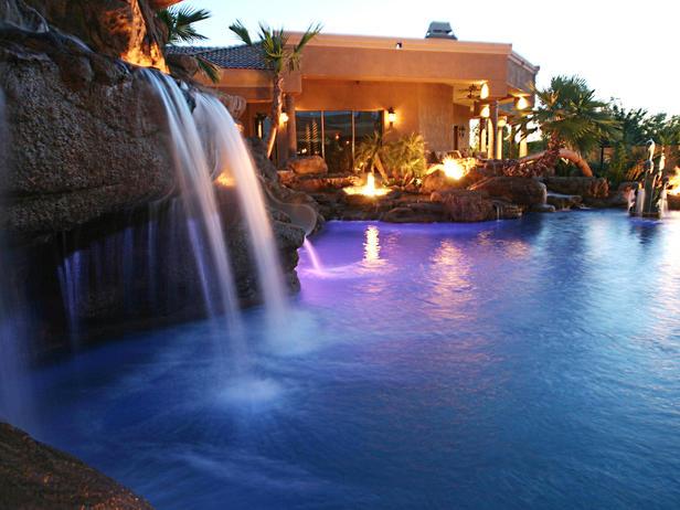 HMDRS-ss7_pool-waterfall_s4x3_lg