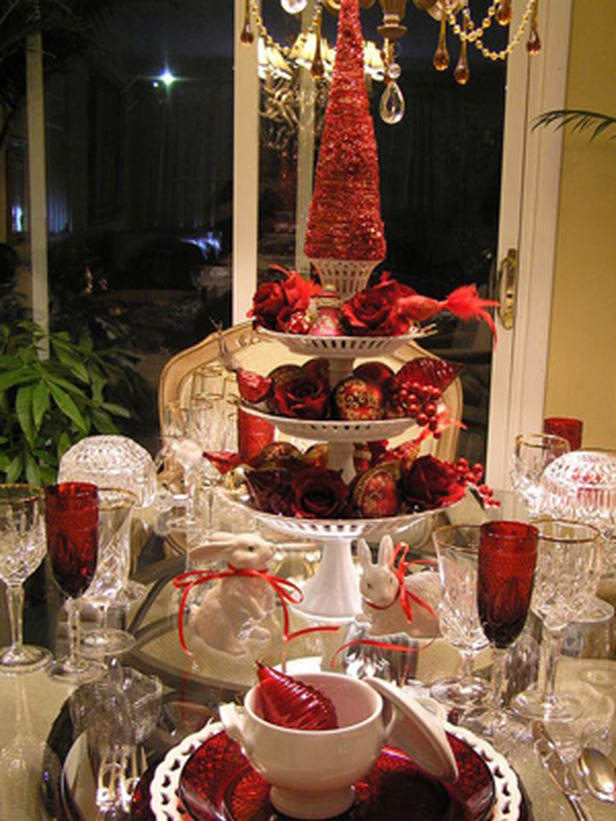RMS_tablescapes-Christmas-red-table-setting_s3x4_lg