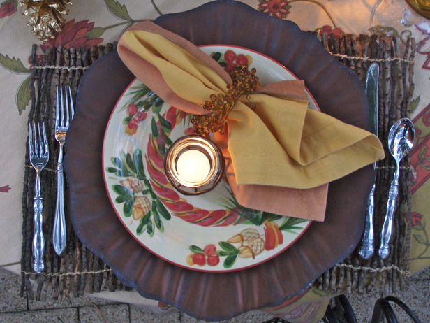 original_cindy-aplanalp-holiday-table-setting-from-above_s4x3_lg