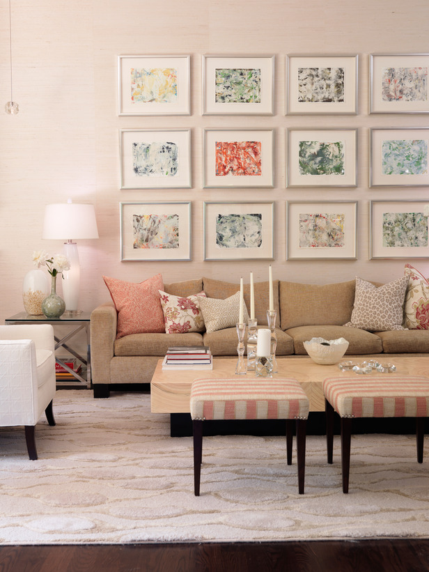 FLSRA210_Living-Room-Gallery-Wall_s3x4_lg