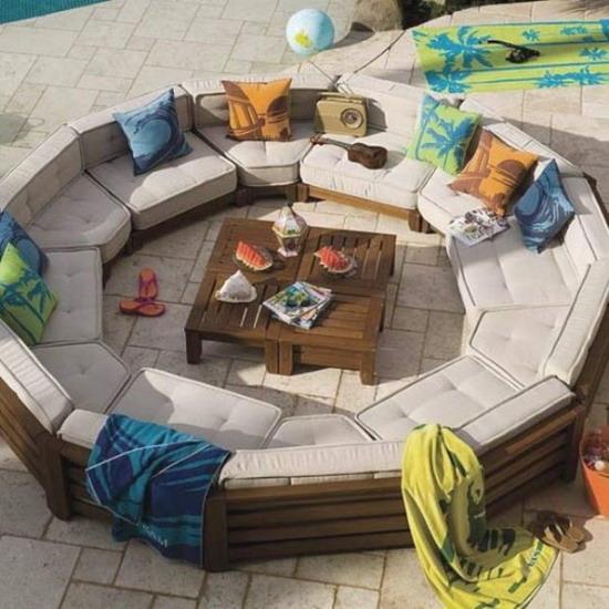 Round-Design-of-Wood-Garden-Furniture