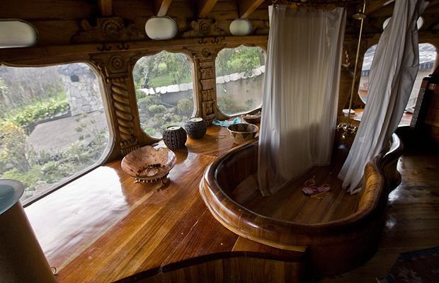 wooden-bathroom