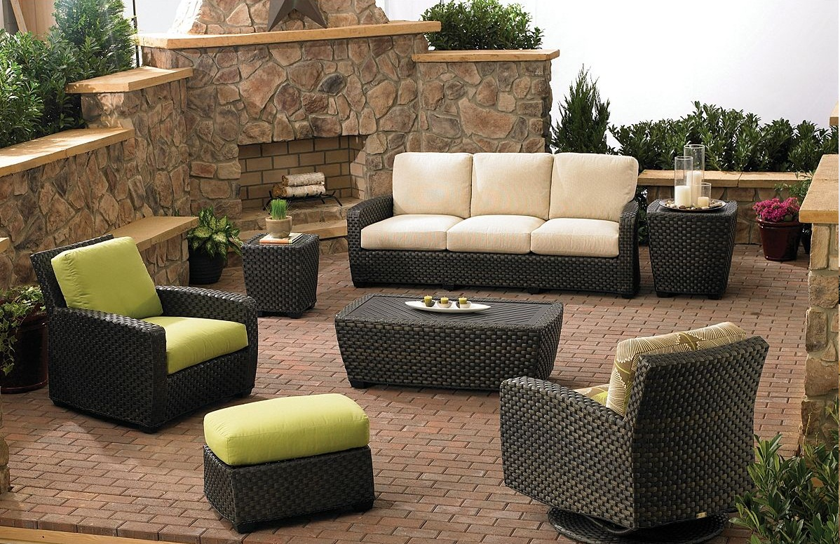 If you have a garden pool or a super rooftop and the budget these are few ideas to get an amazing outdoor seating