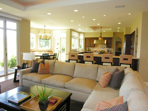 DP_Hammerschmidt-transitional-living-room-neutral-sectional_s4x3_lg