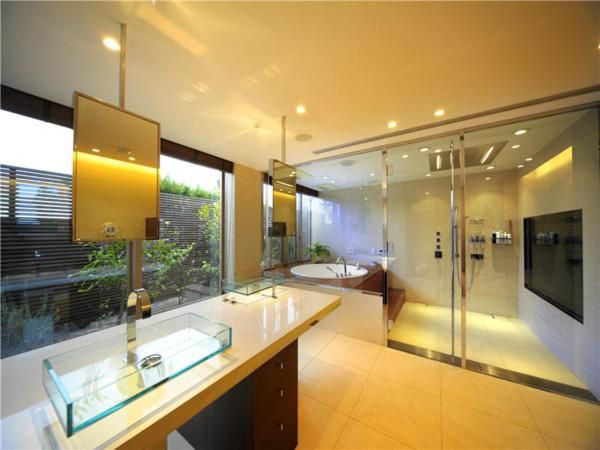 Let's modify your bathroom with shower enclosures