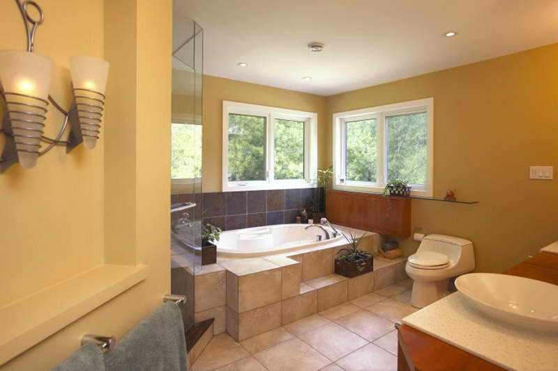 Unusual-Bathrooms-With-Yellow-Walls
